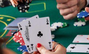 Как играть в покер с помощью ноутбука, планшета и телефона?